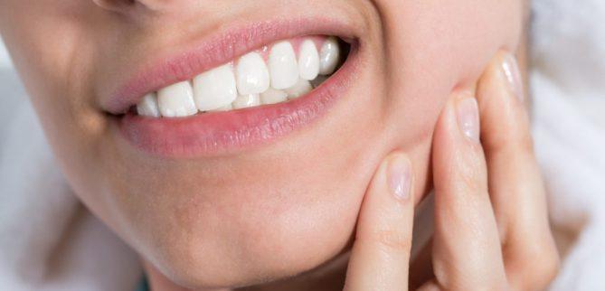 چگونه حساسیت دندان بعد از بلیچینگ را از بین ببریم؟