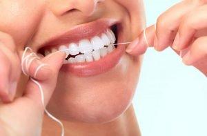 بهترین زمان برای کشیدن نخ دندان