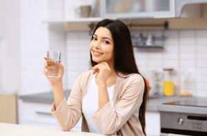 تاثیر نوشیدن آب بر دندان