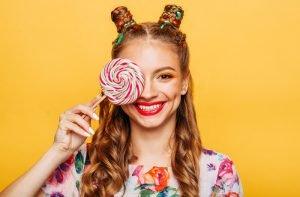عوارض خوردن آبنبات بر دندان