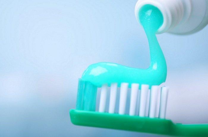 هنگام مسواک زدن چه مقدار خمیر دندان استفاده کنیم؟